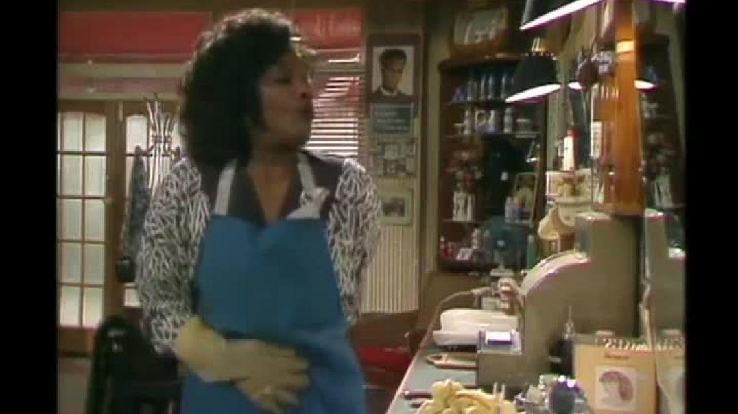 Desmond's S01E04 (Hello, Auntie Susu)